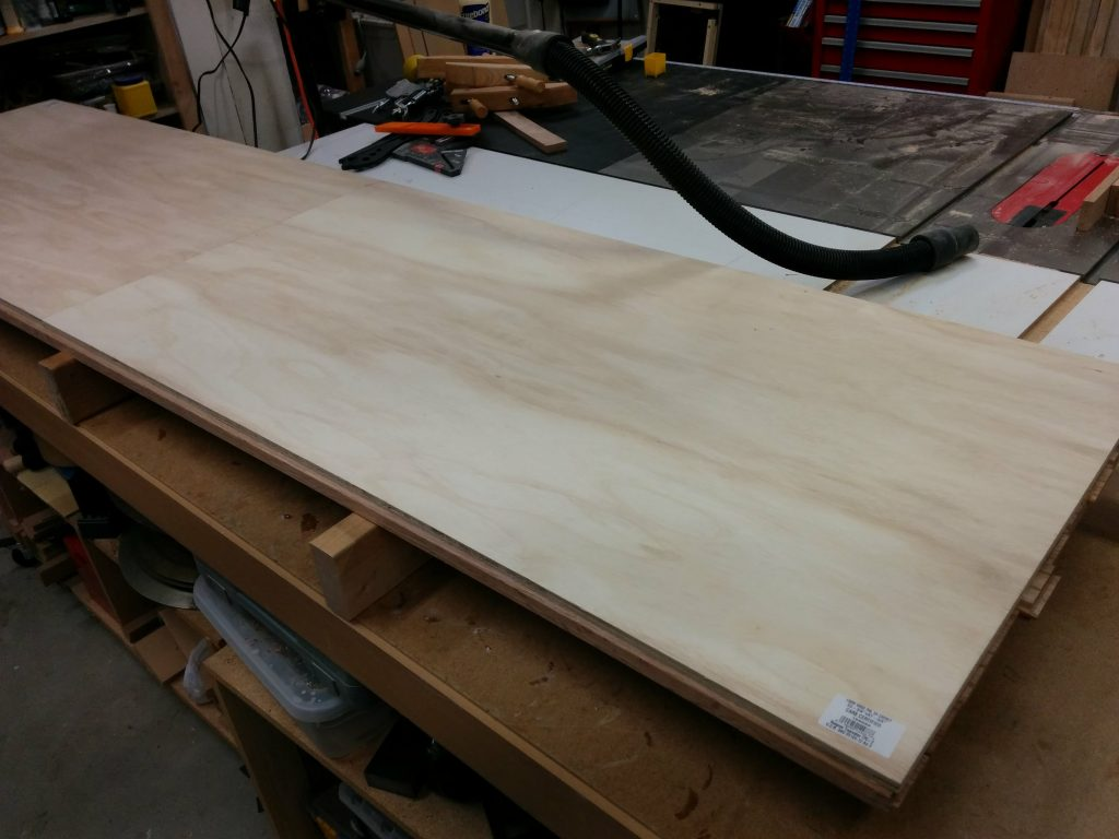 The lip runs the whole length of the benchtop on both the front and back.